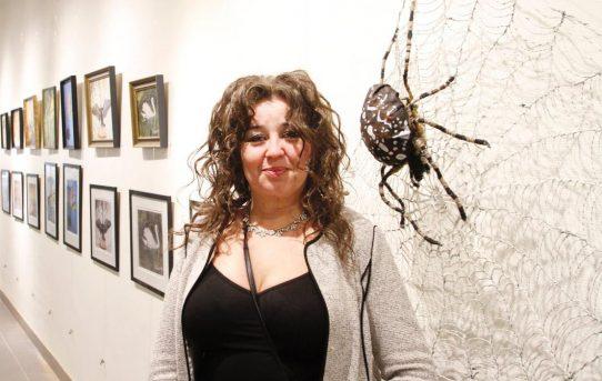 Jättespindel tar plats på gallerians vägg – vernissage på lördag